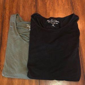 Hollister Bundle of 2 T-Shirts